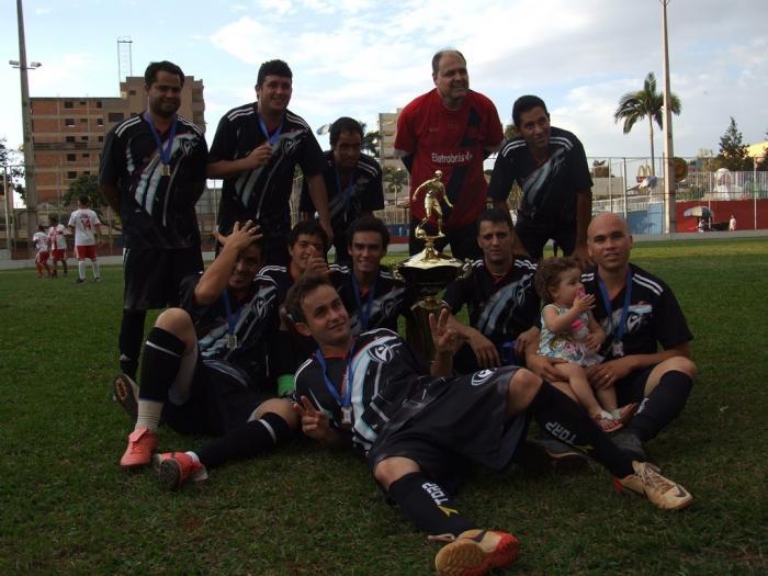 Patos 1 - Times da Pizzante Calçados e Feijão da Hora foram os vencedores da 1ª Copa Rubens de Deus Souza realizada pelo PTC em Patos de Minas